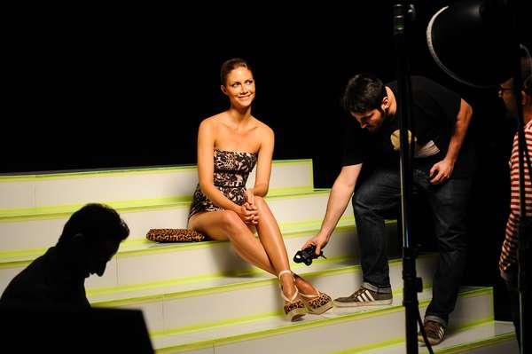 A modelo Ana Cláudia Michels estrela a campanha da coleção de sapatos e acessórios da C&A em parceria com a marca de calçados Santa Lolla