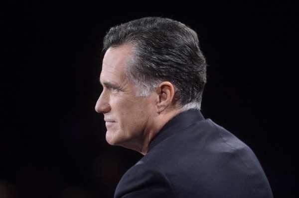 """""""Desde el principio, el presidente, en su campaña hace 4 años dijo que se reuniría con todas las peores figuras del mundo en su primer año. Se sentaría con (el mandatario venezolano, Hugo) Chávez y (el norcoreano) Kim Jong-Il, con (el exgobernante cubano Fidel) Castro y con el presidente (iraní, Mahmud) Ahmadineyad"""", apuntó Romney."""
