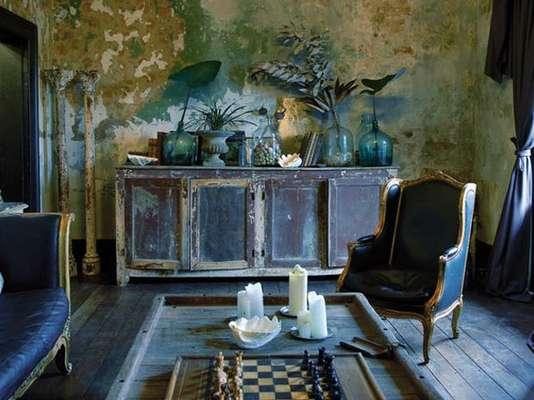 Mezclar objetos completamente nuevos en espacios antiguos e incluso de apariencia desgastados se ha venido convirtiendo en una práctica común para decorar ambientes creando una nueva tendencia y al que ya se ha denominado como el estilo Dirty Chic
