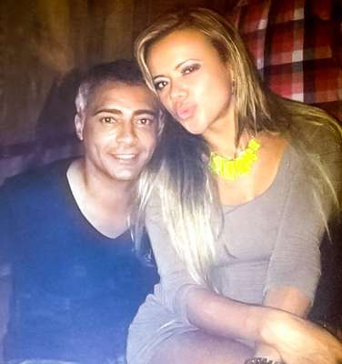 After twelve years of marriage with his last wife, Isabella Bittencourt, former Brazilian soccer star Romario ended the relationship three months ago. the reason for the separation is no other than another woman, pictured in this photo with him.