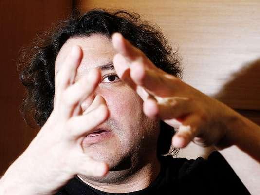 """O chef peruano Gastón Acurio nasceu em uma família com quatro irmãs mulheres, sendo que nenhuma delas sabe cozinhar. Se dependesse dos pais, ele não chegaria nem perto das panelas, mas sim, do palanque. """"Me prepararam para ser político"""", conta, em entrevista exclusiva ao Terra"""
