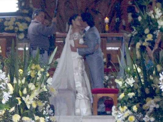 'Renata' (Maite Perroni) y 'Chava' (Pedro Fernández) finalmente llegan al altar para cristalizar su amor en la historia de 'Cachito de Cielo'.