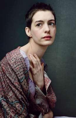 La revista Vogue de EU publicó una serie de imágenes de los personajes del filme musical 'Los Miserables'. Anne Hathaway lidera el elenco con su papel de la pobre prostituta 'Fantine'.