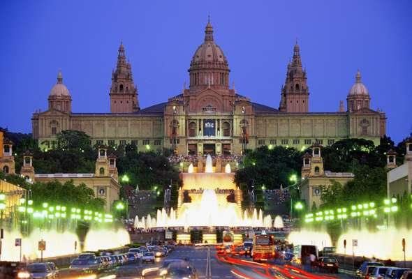 Espanha: apesar de enfrentar uma crise financeira, o país tem a maior comunidade de expatriados da Europa e a menor taxa de criminalidade. Além de belas cidades como Madri e Barcelona, há paisagem rural da Catalunha e áreas protegidas pela UNESCO, como Toledo, Tenerife, Ibiza e Menorca