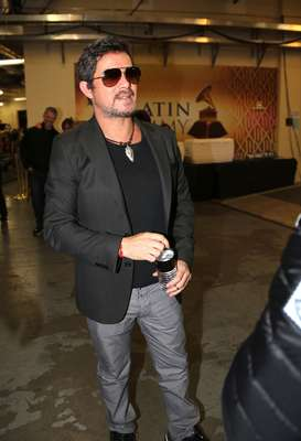 Alejandro Sanz, our special performer for the next installment of Terra Live Music on December 6, poses backstage after rehearsing his Latin Grammy 2012 stage show in Las Vegas.