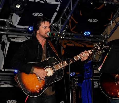 """Una verdadera lluvia de estrellas encabezadas por Juanes se presentaron en el espectáculo de BMI """"Los Producers"""", show benéfico que buscó reunir fondos para donarlos al centro integral de cáncer """"City of Hope"""". El evento llevado a cabo el miércoles, 14 de noviembre en el Hard Rock Café de Las Vegas tuvo como anfitrión al reconocido presentador T. Lopez."""