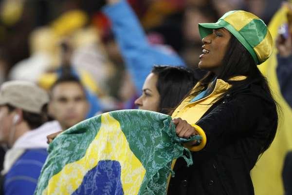 Torcida faz a festa durante empate por 1 a 1 da Seleção Brasileira contra a Colômbia em Nova Jersey, na última quarta-feira; veja fotos