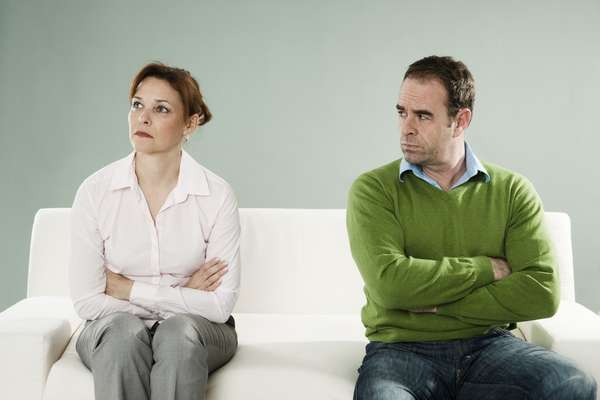 A falta de comunicação é uma das principais razões que leva os casais ao fim do casamento. Silêncio, frases em tom ríspido e omissão são comportamentos comuns que podem gerar grandes problemas. Por isso, o site Your Tango listou cinco hábitos que podem levar ao divórcio. Confira a seguir