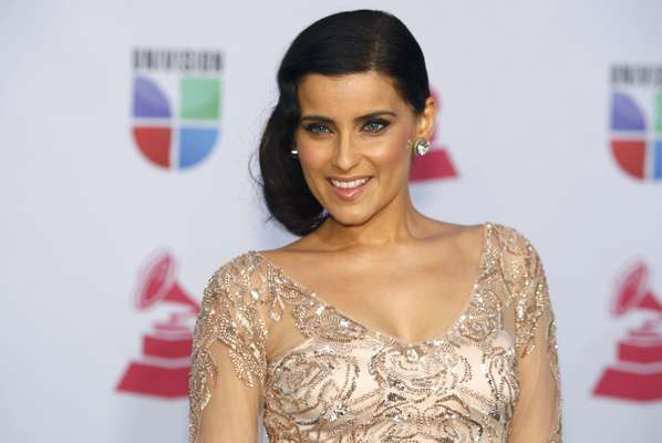 Las bellas celebridades no podían faltar a la alfombra verde del Latin Grammy 2012, entre ellas la cantante Nelly Furtado, quien lució radiante en su entrada al evento, realizado en el Mandalay Bay Events Center de Las Vegas, Nevada.