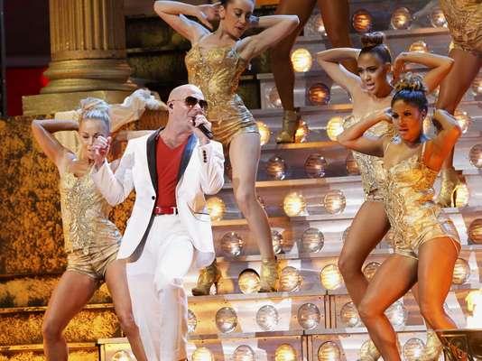 El cantante Pitbull abrió la XIII ceremonia de los Latin Grammy celebrada el 15 de noviembre del 2012 en el Mandalay Bay Center de Las Vegas, Nevada.