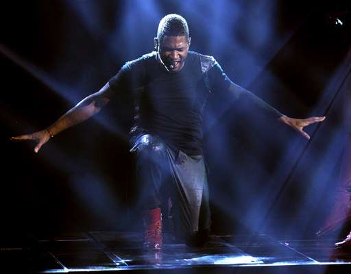 There was a lot of fire and fiery moments at AMAs but while some burned high and bright others went up in smoke, take a look at our best and worst of the night. Best & Worst: Usher's opening performance. The singer is always a tight dancer but he seems to have sacrificed his voice in the name of dance.