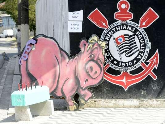 Organizada do Corinthians promove, nesta segunda-feira, festa para comemorar rebaixamento do Palmeiras; evento acontece em São Paulo e tem carne suína como prato principal do cardápio