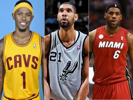 Mientras que algunos equipos de la NBA han decidido renovar sus camisetas para la temporada 2012-13, la gran mayoría de los más populares de la liga mantienen sus diseños de la temporada anterior. A continuación, te presentamos algunas de los uniformes de la NBA para esta temporada.