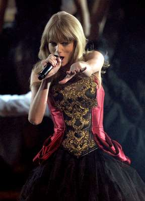 "Taylor Swift was one of last night's best performances with her sexy masquerade and wardrobe change, going from a lily white good girl to a dark, vampy seductress, all to the rhythm of her hot new song, ""I Knew You Were Trouble."" Take a look some images from Taylor's dramatic stage show!"