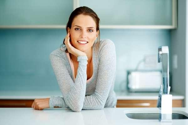 Ya se sabe que el cuerpo de la mujer sufre diversos cambios durante la vida, lo que implica alteraciones físicas, emocionales y hasta de humor. Pero lo que muchos no saben es que esas etapas también afectan la salud bucal.