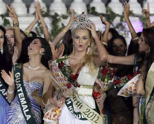 Tereza Fajksova, Miss República Checa, fue coronada Miss Tierra 2012 durante el evento anual que se celebra en el Palacio de Versalles en Alabang, Metro Manila. Ella recibió la corona de la saliente campeona Olga Alava.