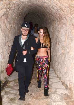 "Belinda ""stopped traffic"" with her sport bra and spanks. The paps snapped her while walking in this getup through a cave in Xcaret, México at the Telehit awards show. Work it, girl!"