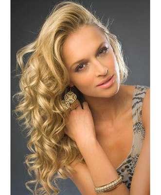 Esta espectacular rubia se llama Melinda Bam es la representante oficial de su país para los certámenes de belleza Miss Universo y Miss Mundo 2012.