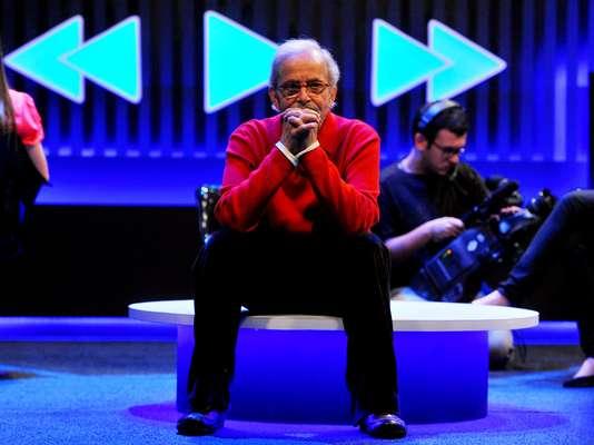 Lendário nome da TV brasileira, Goulart de Andrade ficou famoso por tomar conta das madrugadas com reportagens e matérias especiais; Terra acompanhou gravação do Vem Comigo, seu novo programa na TV Gazeta