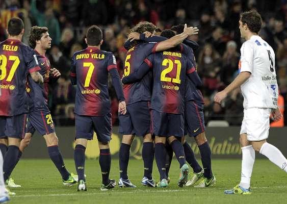 Com dois gols de David Villa, o Barcelona venceu o Alavés por 3 a 1 nesta quarta-feira e confirmou vaga nas oitavas de final da Copa do Rei