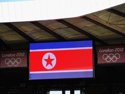 En el partido de fútbol femenino entre Colombia y Corea del Norte, por la primera jornada del grupo G. el estandarte surcoreano fue mostrado por error en la pantalla gigante en lugar de la bandera de Corea del Norte, retrasando el partido más de una hora como protesta de las afectadas. Aquí la bandera de Corea del Norte.