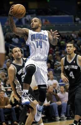 El Magic de Orlando recibió a los Spurs de San Antonio en un partido por demás complicado. El resultado fue bastante claro, Spurs ganó 110-89 al Magic del mexicano Ayón. Ginóbili fue el líder de los Spurs con 20 unidades.
