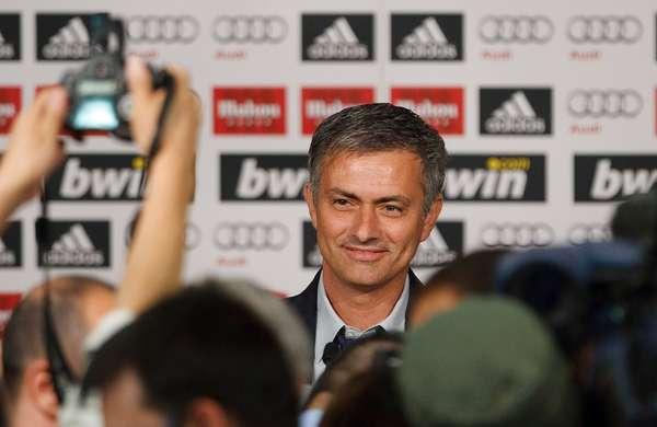 Este lunes, el diario español Marca asegura que Jose Mourinho abandonará el club blanco a final de temporada. El portugués fue presentado oficialmente el 31 de mayo de 2010como el nuevo entrenador del club.