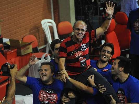 O Flamengo terá um novo presidente nos próximos três anos: Eduardo Bandeira de Mello obteve 1414 mil votos, ficando à frente da atual mandatária, Patricia Amorim, que recebeu 914 votos