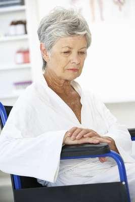 La menopausia es la etapa de la vida de una mujer donde se producen importantes cambios físicos y emocionales, el más notorio es la desaparición del ciclo menstrual. Por lo general este periodo se manifiesta en mujeres alrededor de los 45 a los 55 años.