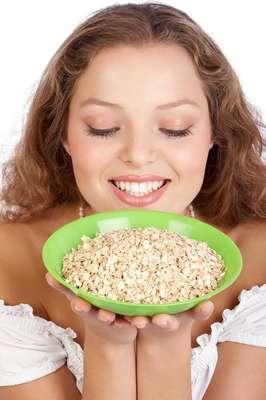 Conhecida por estimular o bom funcionamento do organismo, aveia funciona como hidratante natural de peles secas e sensíveis