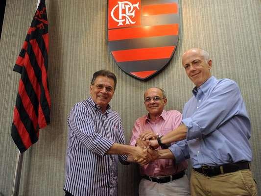 Bandeira de Melo, presidente eleito do Flamengo, apresentou novos responsáveis pelo departamento de futebol;Wallim Vasconcelos (à dir.) será o novo vice-presidente de futebol rubro-negro e Paulo Pelaipe (à esq.), o diretor executivo de futebol