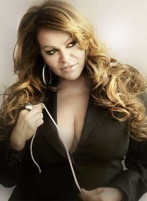 """""""Cuando muere una dama"""" - Muerte. Jenni Rivera, que dejó este mundo el 9 de diciembre de 2012 en un accidente aéreo, lanzó la canción en 2005, la cual relata cómo quería que fuera su deceso y cómo debía ser la despedida de """"La Diva de la Banda"""" en su funeral."""