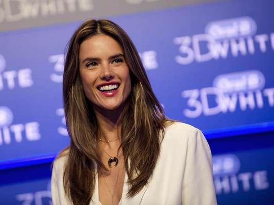 """Em visita ao Brasil para evento da Oral-B, a top Alessandra Ambrosio teve motivos de sobra para sorrir em 2012. """"O nascimento do meu filho Noah, de 7 meses, foi um momento de muita felicidade"""", contou ela"""
