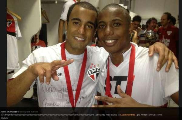 Lucas Moura y Wellington, de Sau Paulo, se mostraron ajenos a los problemas de su rival Tigre en la final de la Copa Sudamericana y presumieron sus medallas de campeones.