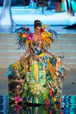 Gabriela Markus desfilou seu traje típico nessa sexta-feira (14), em Las Vegas, durante uma das fases do Miss Universo
