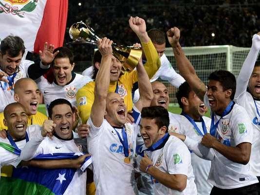 De forma incontestável, o mundo é do Corinthians. O time brasileiro jogou melhor que o Chelsea, mostrou muito mais vontade e dominou a maior parte da final do Mundial de Clubes, neste domingo, em Yokohama, contando com mais um gol do peruano Guerrero para vencer por 1 a 0 e conquistar o torneio da Fifa pela segunda vez em sua história