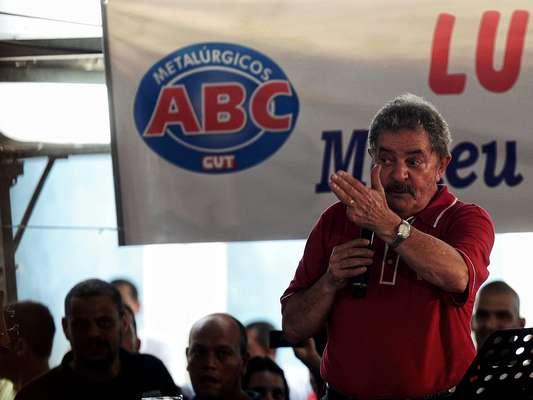 O ex-presidente Luiz Inácio Lula da Silva discursou no Sindicato dos Metalúrgicos do ABC, em São Bernardo do Campo