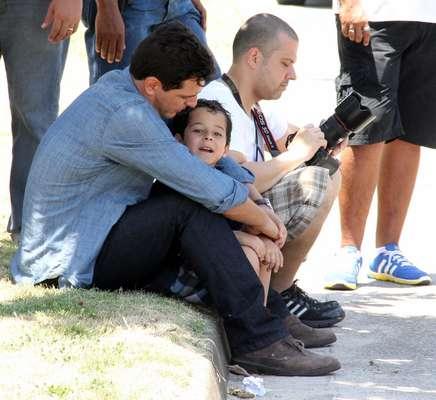 Rodrigo Lombardi e o ator-mirim Luiz Felipe Mello mostraram entrosamento nos bastidores de gravações da novela das 21h da Globo