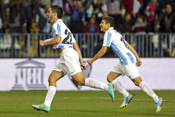 Malaga pulled off the upset at home with two goals from Roque Santa Cruz and one from Isco.