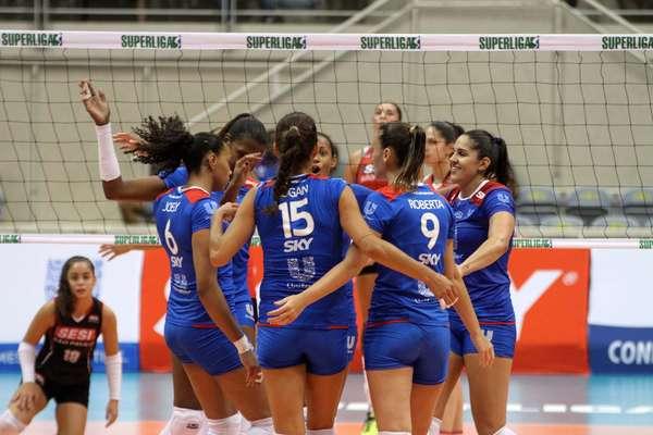 Em casa, nesta sexta-feira, o Unilever derrotou o Sesi por 3 sets a 0 e assumiu na liderança da Superliga feminina