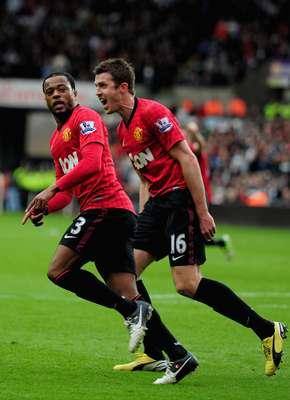 Evra festejó el gol que ponía adelante al Manchester United.