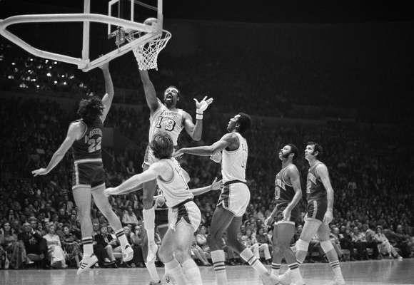 La racha más larga de victorias en la historia de la NBA pertenece a los Lakers que logró una impresionante marca de 33 victorias consecutivas en la temporada 1971-1972.