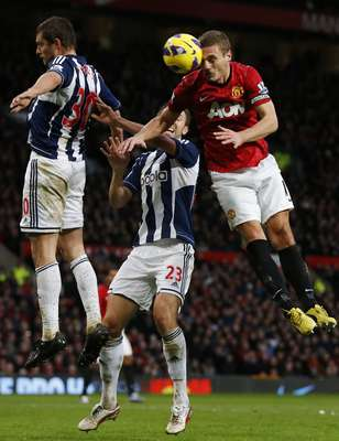 West Bromwich Albion's Gabriel Tamas (L) and Gareth McAuley challenge Manchester United's Nemanja Vidic (R) during their English Premier League soccer match at Old Trafford in Manchester, northern England December 29, 2012. REUTERS/Phil Noble