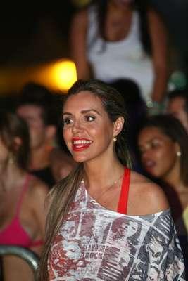 A madrugada de sábado (29) foi agitada no Skol Verão Show Guarujá, no litoral paulista. Entre os artistas que subiram ao palco, estiveram Leo Rodriguez, Chiclete com Banana e MC Naldo. No público, marcaram presença famosos como o nadador Thiago Pereira, a modelo Renata Banhara (foto) e o jogador de futebol Fernando Baiano
