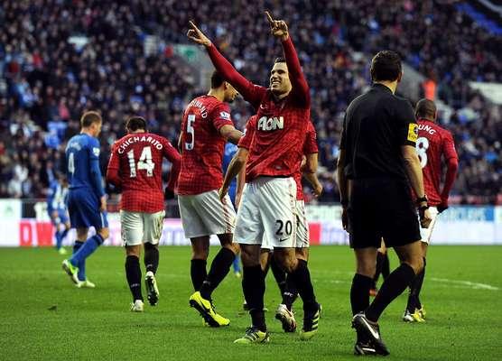 Robin Van Persie foi decisivo na vitória do Manchester United sobre o Wigan