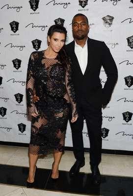 Kim Kardashian y Kanye West es la pareja de moda en Hollywood. Además de ser novios, esperan su primer hijo juntos. Es una pareja que siempre da de qué hablar por su estilo a donde quiera que vayan.