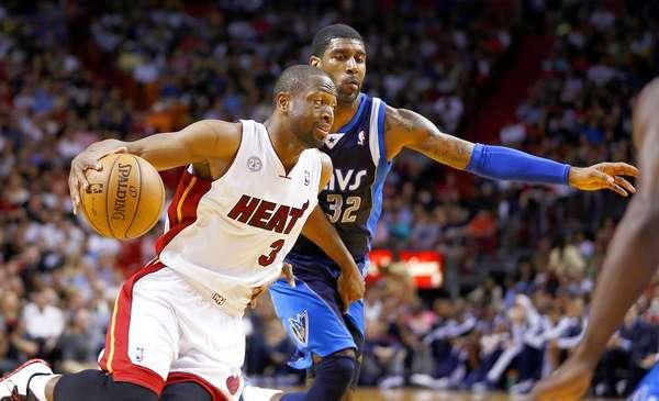 Mavericks vs. Heat: Dwyane Wade (3) supera la marca de O.J. Mayo (32).
