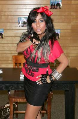 Snooki is best known for binge drinking and making a fool of herself on Jersey Shore, not for her fashion.