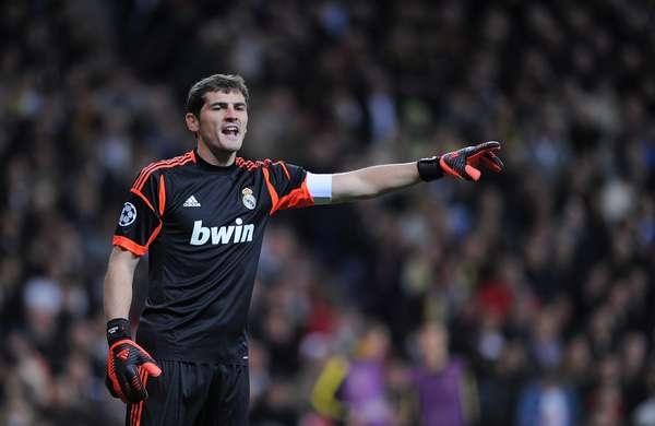 Iker Casillas, capitán del Real Madrid y de la selección española, ha sido declarado por quinta vez mejor portero del año por la Federación Internacional de Historia y Estadística del Fútbol (IFFHS)., descubra a los arqueros que superó.