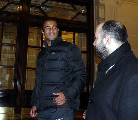 O meia-atacante Lucas chegou nesta sexta-feira a Paris, depois de ter estreado pelo PSG na última quarta, em um amistoso realizado em Doha, no Catar